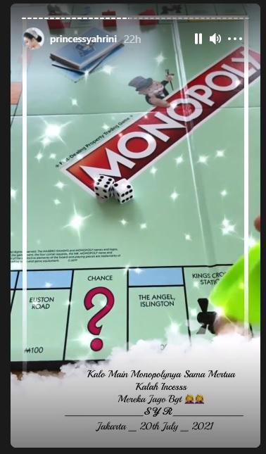 Syahrini dan orangtua Reino Barack main monopoli