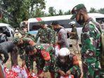 1000-paket-sembako-dari-presiden-ri-untuk-korban-banjir-di-kabupaten-hst-kalsel-18022021.jpg
