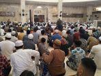 20200320dhody-suasana-sholat-jumat-berjamaah-di-masjid-raya-sabilal-muhtadin.jpg