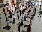 20200621-muhammad-rahmadi_jamaah-sedang-melaksanaakan-salat-khusuf-di.jpg