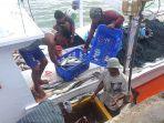 20200920helriansyah-nelayan-kotabaru-saat-membongkar-hasil-tangkapan.jpg
