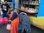ada-perpustakaan-keliling-mangkal-di-pasar-wadai-yang-berlokasi.jpg