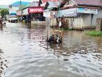 air-menggenangi-jalan-pangeran-abdurahman-martapura-kabupaten-banjar-kamis-25022021.jpg