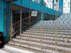 akses-di-bajuin-plaza-yang-ditutup-oleh-pemkab-tanahlaut-minggu-2712019.jpg