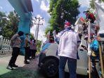 aksi-demo-di-depan-kantor-pt-pln-wilayah-kalselteng-kamis-2052021.jpg