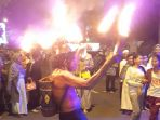 aksi-kai-api-meramaikan-festival-gema-takbir-di-kota-banjarmasin_20170624_205026.jpg