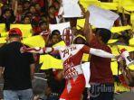 aksi-suporter-timnas-indonesia-saat-melawan-timnas-malaysia.jpg