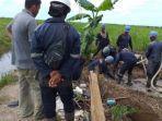 aktivitas-di-lahan-milik-petani-di-daha-kabupaten-hss-kalsel-senin-21122020.jpg