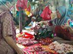 aktivitas-jual-beli-daging-sapi-di-pasar-kalindo.jpg