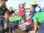 aktivitas-keseharian-nelayan-di-pelabuhan-perikanan-batulicin-tanahbumbu-kamis-2832019.jpg