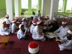 aktivitas-penghafal-alquran-di-masjid-qaryah-thayyibah_20161027_130141.jpg