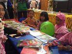 anak-anak-menyerbu-stand-dispersip-kalsel-di-kalsel-expo-2019.jpg