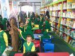 anak-anak-paud-terpadu-aisyiah-2-banjarmasin-didampingi-pembimbingnya-berkunjung-ke-library-kids.jpg
