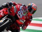 andrea-dovizioso-tengah-mengendalikan-motornya-pada-sesi-latihan-bebas-motogp-italia.jpg