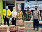 anggota-dprd-kota-banjarbaru-taufik-rachman-bersama-liana-serahkan-bantuan-ke-korban-banjir-08022021.jpg