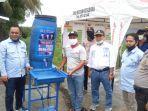 anggota-dprd-kotabaru-awaluddin-suji-hendra-m-lutfi-ali-beri-bantuan-desa-sarangtiung.jpg