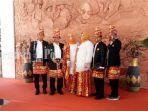 anggota-dprd-provinsi-kalimantan-selatan-mengenakan-pakaian-adat-banjar-22022021.jpg
