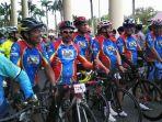 anggota-kalsel-cycling-community-kcc-saat-mengikuti-salah-satu-event-gowes_20170818_100433.jpg