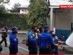 anggota-tim-emergency-respon-hotel-aston-tanjung-kabupaten-tabalong-madamkan-api-23122020.jpg