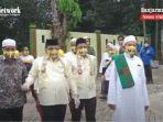 ansharuddin-iswan-lengkap-mengenakan-apd-ke-kantor-kpu-kabupaten-balangan-692020.jpg