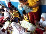 antusiasme-murid-sdn-pekauman-3-membaca-buku.jpg
