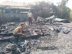 api-dengan-cepat-membakar-bangunan-yang-semuanya-terbuat-dari-fisik-kayu.jpg