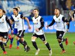 ara-pemain-valencia-merayakan-kemenangan-atas-alaves-dalam-partai-copa-del-rey_20180208_074736.jpg