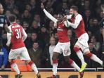 arsenal-danny-welbeck-tengah-merayakan-golnya-ke-gawang-west-ham-united_20171220_060305.jpg