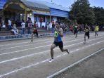 atlet-lari-banjarmasin-muhammad-surya-ariandi-depan-adu-sprint-jelang-finis.jpg