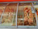 ayam-dijual-di-etalase-best-meat-di-banjarmasin-kalimantan-selatan-senin-162020.jpg