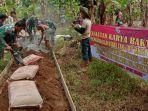 babinsa-koramil-1001-01_juai-bersama-warga-membangun-jut-untuk-akses-masyarakat.jpg