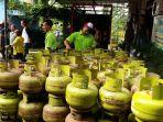 bagi-bagi-gas-elpiji-3-kg-atau-tabung-melon-di-banjarbaru-selatan-diawasi-kepolisian_20180223_200455.jpg