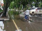banjir-di-jalan-lambung-mangkurat-akibat-derasnya-hujan.jpg