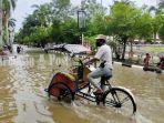 banjir-jalan-a-yani-depan-kantor-bupati-amuntai-kabupaten-hsu-kalsel-minggu-17012021.jpg
