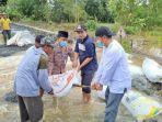 banjir-kalsel-pasang-karung-pasir-di-desa-lasung-kusan-hulu-kabupaten-tanbu-sabtu-21082021.jpg
