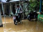 banjir-masih-merendam-kawasan-rumah-warga-di-desa-masiraan1.jpg