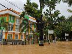 banjir-melumpuhkan-perkantoran-barabai.jpg