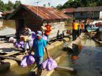 bantuan-korban-banjir-kapuas_20170319_211431.jpg