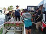 bantuan-pembaca-harian-kompas-untuk-korban-terdampak-banjir-di-jejangkit-muara-batola.jpg
