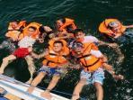 beberapa-pengunjung-sedang-menikmati-objek-wisata-batu-anjir-di-pantai-angsana_20160925_141138.jpg
