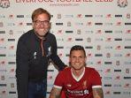 bek-liverpool-dejan-lovren-didampingi-pelatihnya-juergen-klopp-saat-menandatangani-kontrak-baru_20170429_064530.jpg