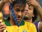bomber-barcelona-neymar-da-silva-bersama-rekannya-di-timnas-brasil-marcelo.jpg