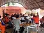 bpbd-camat-penyaluran-bantuan-untuk-warga-terdampak-banjir-di-kabupaten-hsu-kalsel-26012021.jpg