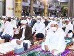 bupati-banjar-h-saidi-mansyur-salat-idulfitri-di-masjid-agung-al-karomah-martapura-13052021.jpg