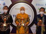 bupati-barito-kuala-hj-noormiliyani-tengah-saat-penganugerahan-top-bumd-awards-2021.jpg