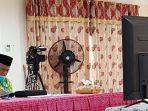 bupati-hsu-h-abdul-wahid-hk-saat-menyimpak-arahan-gubernur-kalsel-lewat-video-conference.jpg