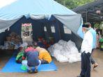 bupati-kh-khalilurrahman-posko-dapur-umum-korban-banjir-depan-kantor-setda-martapura-16012021.jpg