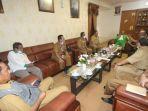 bupati-kh-khalilurrahman-saat-memimpin-rapat-di-martapura-kabupaten-banjar-kalsel-12012021.jpg