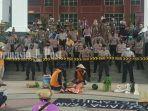 buruh-tani-dan-mahasiswa-demo-di-kantor-pemprov-kalsel-kamis-2492020.jpg