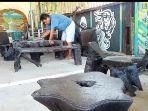 ciamik-inilah-meja-kursi-ciamik-berbahan-limbah-kayu-ulin-bikinan-gatot-di-kintap-tanahlaut.jpg